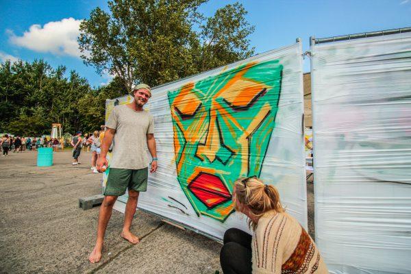 Schon mal ein Grafitti gesprüht? Auf dem Pangea-Festival 2017 konnten die Besucher die Farbdose selbst in die Hand nehmen und ihrer Kreativität freien lauf lassen.