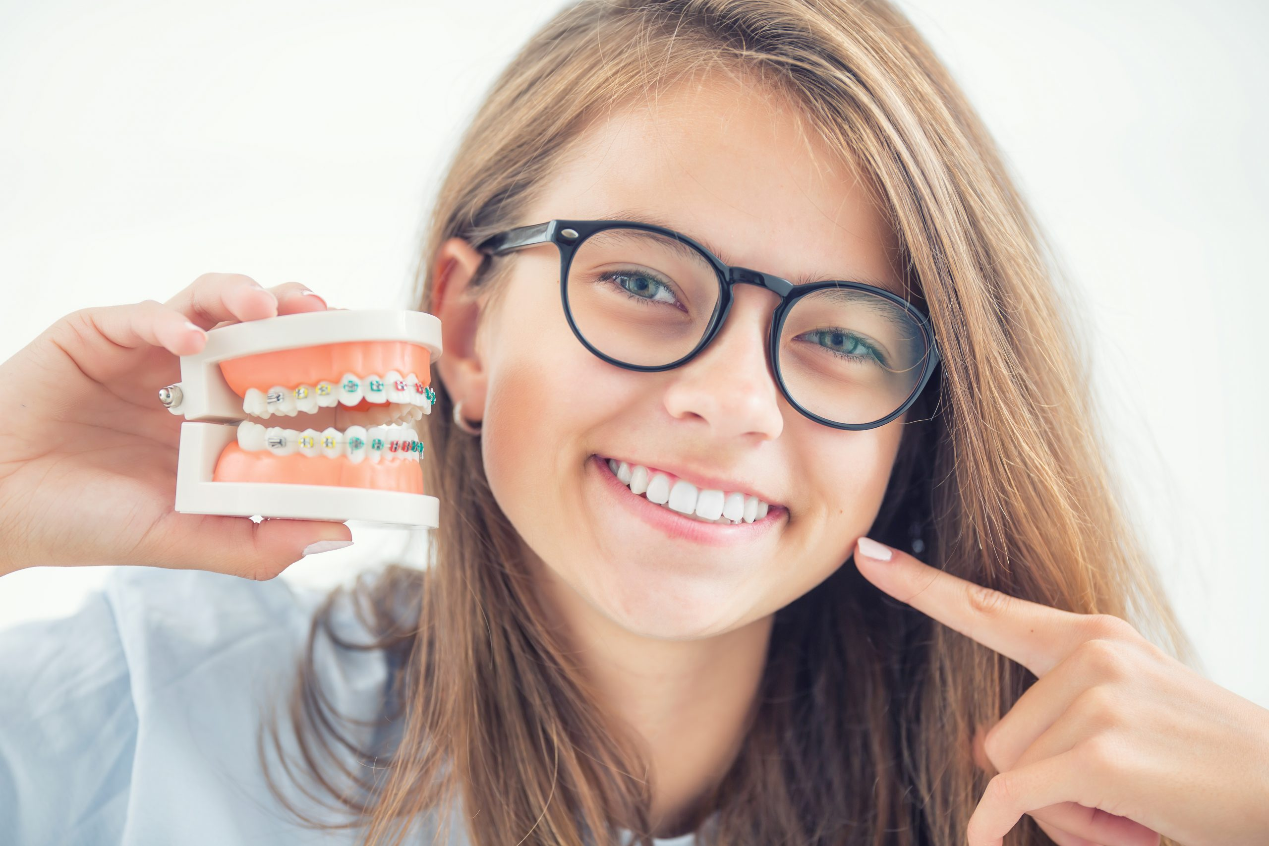 Arbeit mit Lächeln – Zahnmedizinischer Fachangestellter vs. Zahntechniker